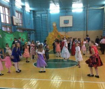«Осенний бал» — праздник для младших школьников.